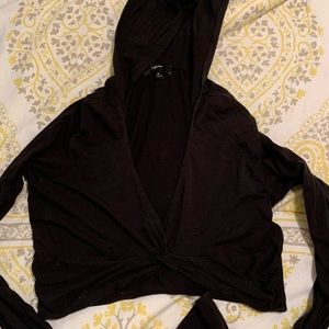 Thin weight cropped top w hood